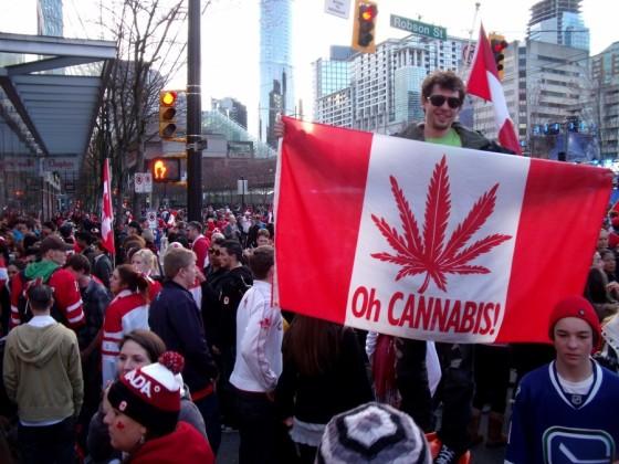 cannabis-flag-crowds