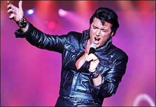 Elvis would want Trent Carlini to sing Auld Lang Syne
